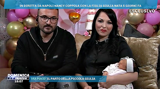 La cantante presenta la bimba in tv ad appena 5 giorni dal parto