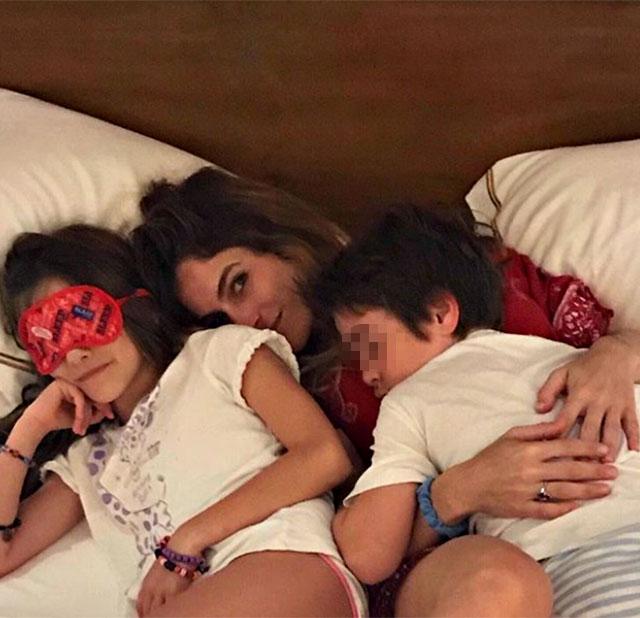 Eleonora Pedron insieme ai due figli