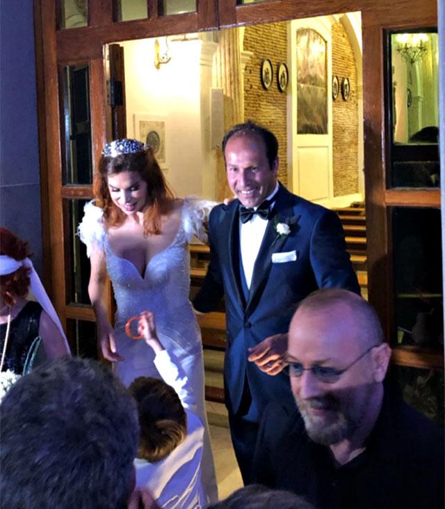 Veronica Maya e Marco Moraci all'uscita dalla chiesa
