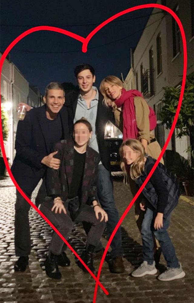 Alessia con il marito Paolo, il figlio Tommaso, la figlia Mia e la fidanzata di Tommy, Sole