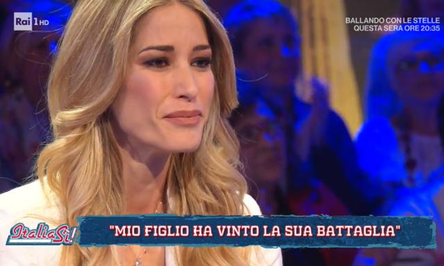 Elena Santarelli durante l'intervista con Liorni