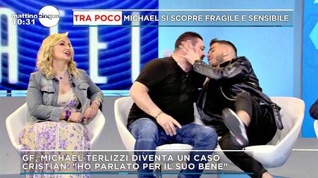 Franco Terlizzi e Cristian Imparato si baciano a Mattino Cinque