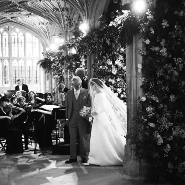 Meghan entra in chiesa col suocero, il Principe Carlo