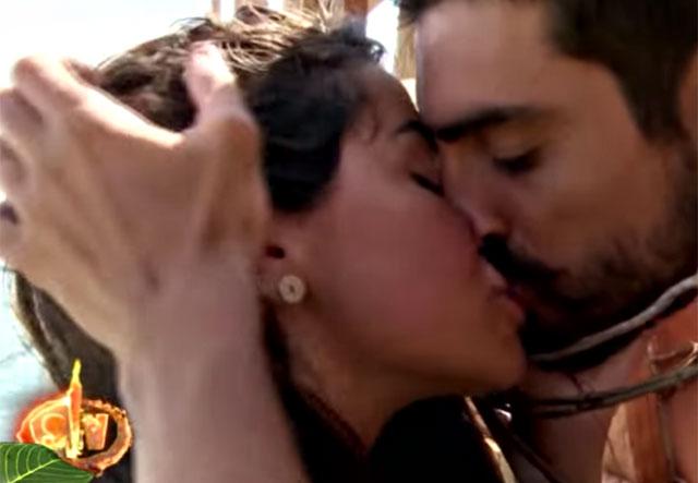 Fabio Colloricchio e Violeta Mangrinan si baciano a Supervivientes