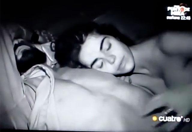 Fabio Colloricchio e Violeta Mangrinan, notte di passione a Supervivientes