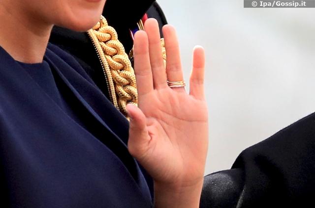 Meghan Markle ha sfoggiato tre anelli al dito, oltre quello di fidanzamento e quello di nozze ne è spuntato per la prima volta uno nuovo