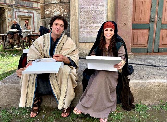 Emma Marrone sul set de 'I Migliori Anni' con Claudio Santamaria