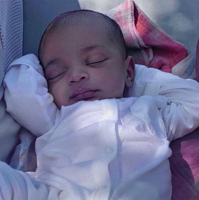 La prima foto del piccolo Psalm, nato il mese scorso grazie all'aiuto di una madre surrogata