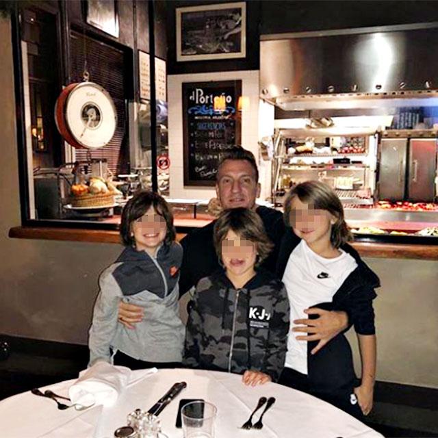 Maxi Lopez con i tre figli avuti con Wanda Nara, Valentino, Costantino e Benedicto