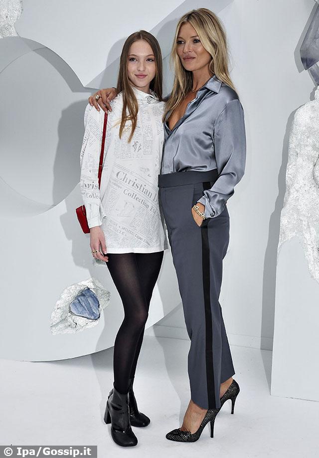 Kate Moss alle sfilate parigine insieme alla figlia Lila
