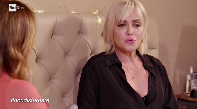 Paola Barale ospite di Paola Perego a 'Non disturbare'