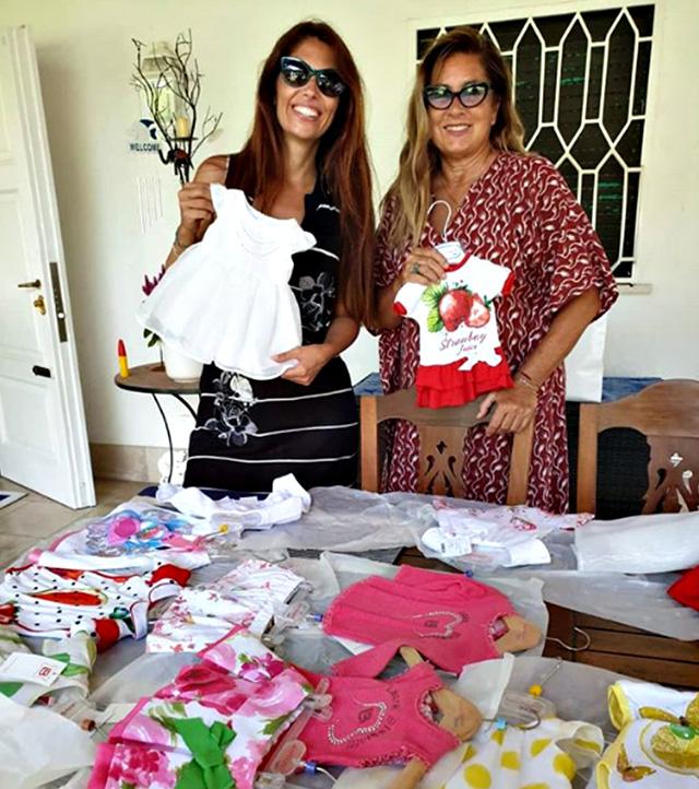 Romina Power sceglie i vestitini per la nipotina in arrivo