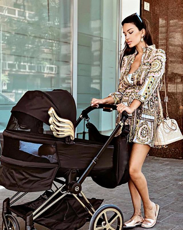 Rosa Perrotta posta il figlio Domenico, detto Dodo, a fare una passeggiata