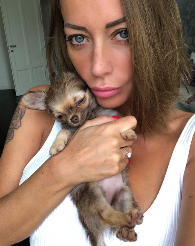 Karina Cascella con il nuovo cane Polpetta