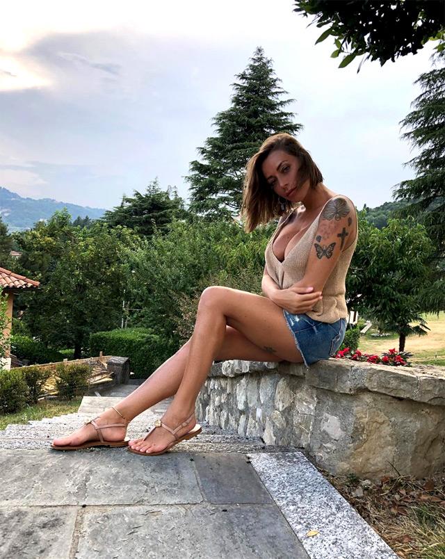 Karina Cascella è stata accusata da Teresa Cilia di essere una ''ruba fidanzati''