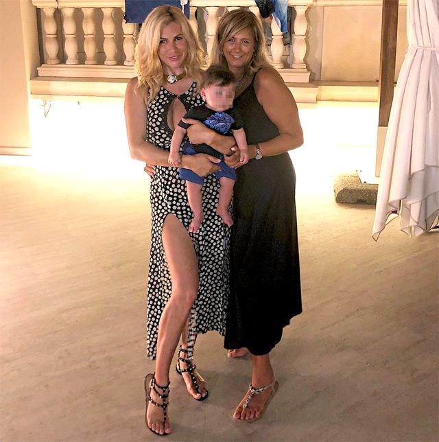 Paola Caruso insieme al figlio Michelino e alla madre biologica Irma, ritrovata da pochi mesi