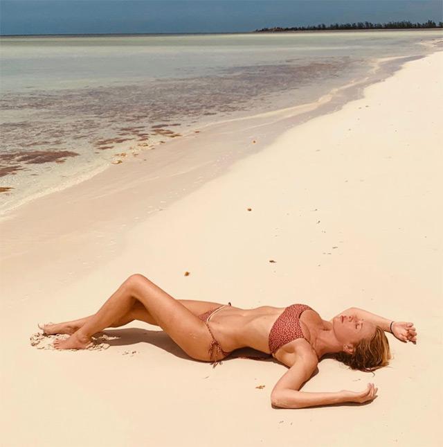 Alessia Marcuzzi si rilassa ai Caraibi