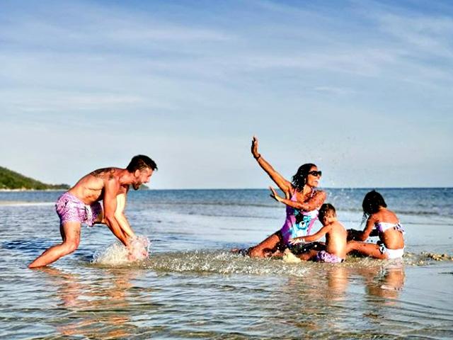 Un altro scatto della famiglia in vacanza in Thailandia