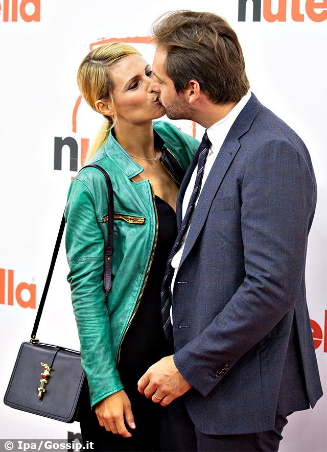 Michelle Hunziker e Tomaso Trussardi insieme sul red carpet per l'aperturadi un pop-up-cafe della Ferrero