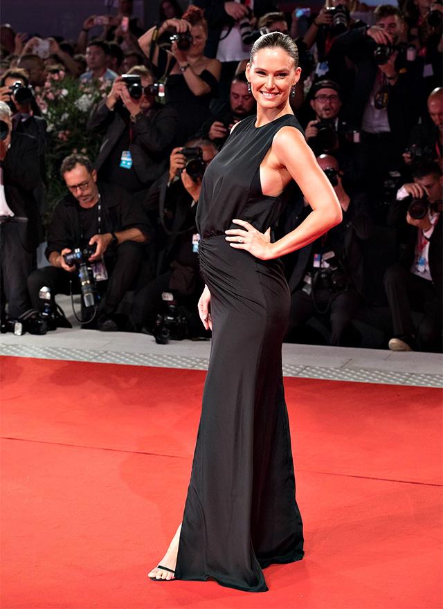 Bar Refaeli incinta bellissima al Festival di Venezia 2019