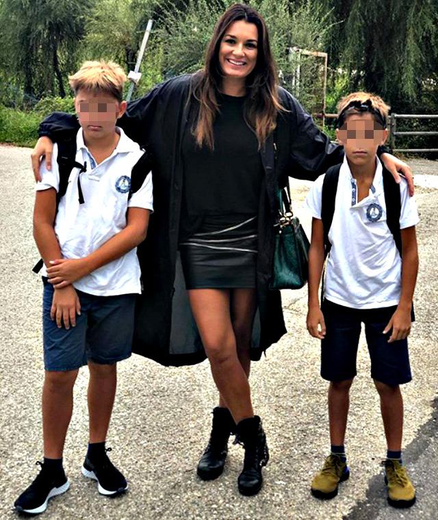La foto postata da Alena Seredova che le ha attirato le critiche di alcune follower per le divise dei ragazzi ''non stirate''