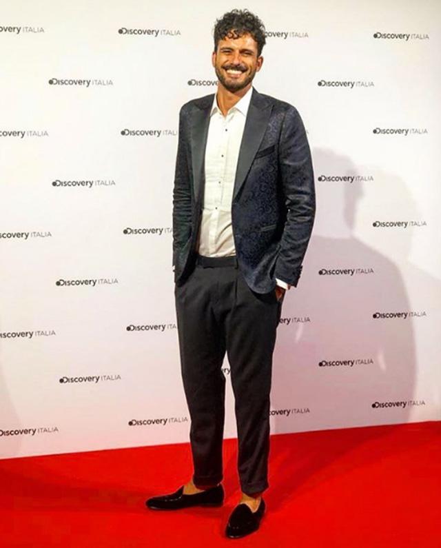 Marco Bianchi sorridi sul red carpet alla presentazione dei palinsesti di Discovery a Milano