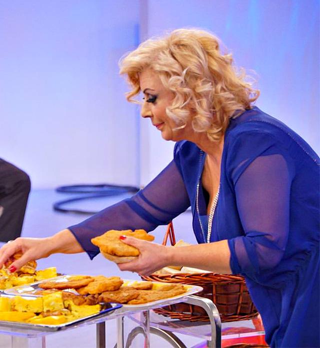 Tina Cipollari è una buona forchetta, ma adesso Maria De Filippi l'ha messa a dieta per il suo bene
