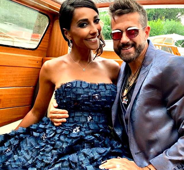 Edoardo Stoppa e Juliana Moreira in un altro scatto sul motoscafo a Venezia per il Festival del Cinema