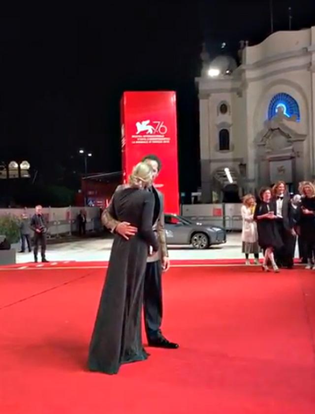 Claudio Santamaria e Francesca Barra al Festival di Venezia