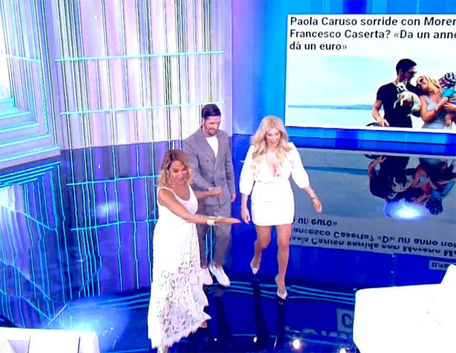 Barbara D'Urso ha accolto Paola Caruso nel nuovo studio di 'Pomeriggio Cinque' durante la prima puntata della nuova stagione
