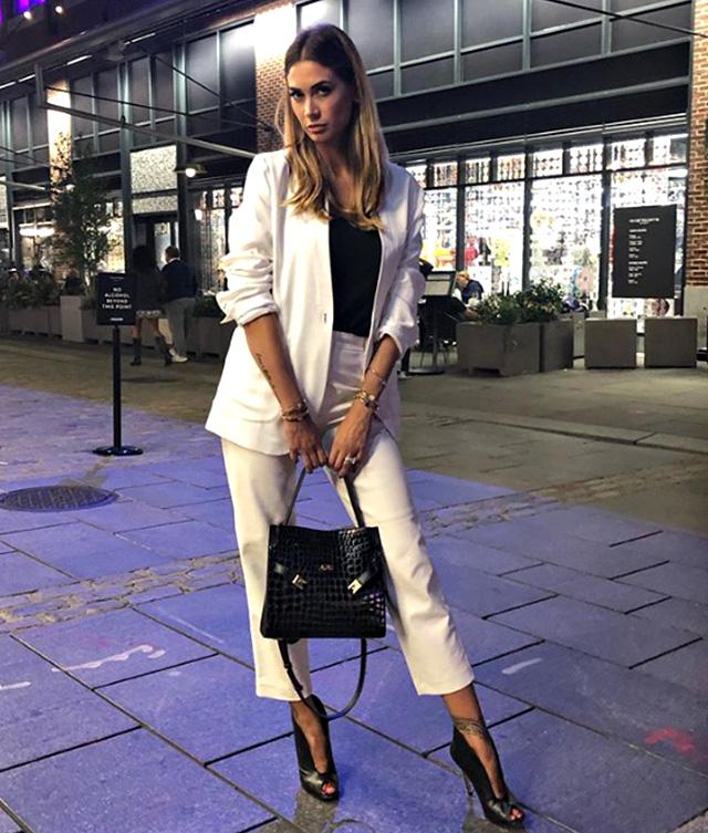 Melissa Satta con un look bianco e nero alla New York Fashion Week