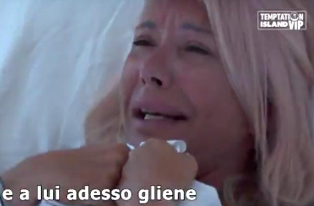 Anna Pettinelli ha un crollo nervoso e si lascia andare ad un pianto di gelosia a 'Temptation Island Vip'