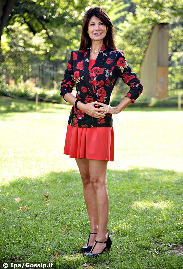 Susanna Messaggio, a 56 anni è una bellezza senza età