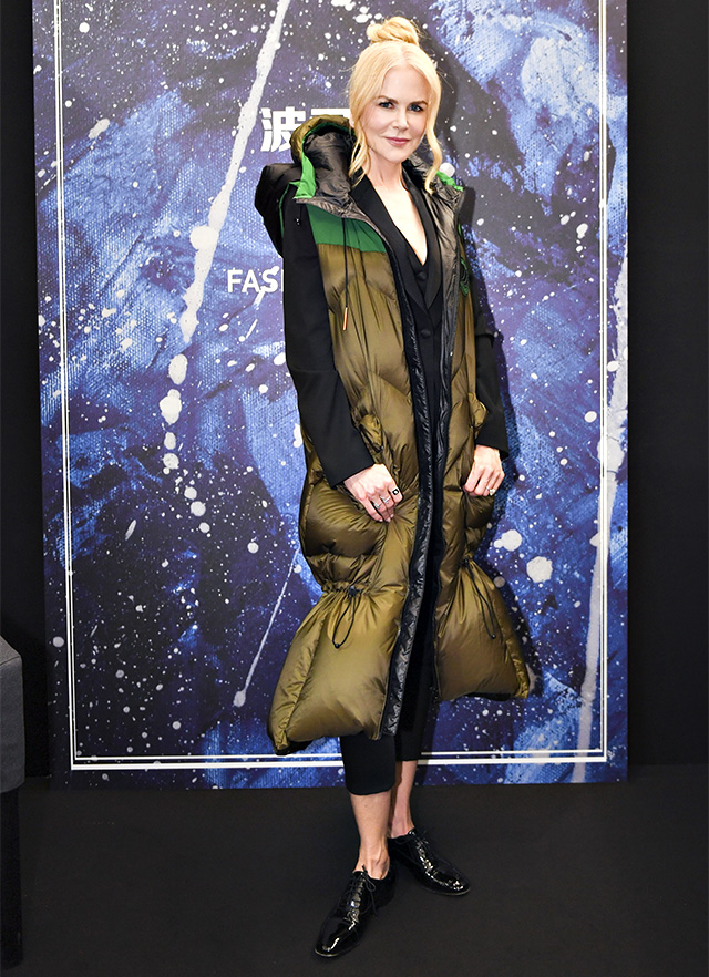 Nicole Kidman a Milano con il piumino lungo fino ai piedi di Bosideng