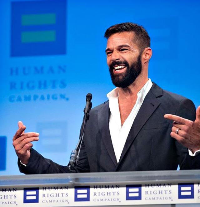 Ricky Martin annuncia di aspettare il suo quarto figlio sul palco dell'evento