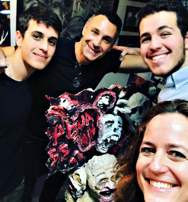 Chiara Giordano con l'ex marito Raoul Bova, 48 anni, e i loro due figli Alessandro, 19 anni, e Francesco, 18