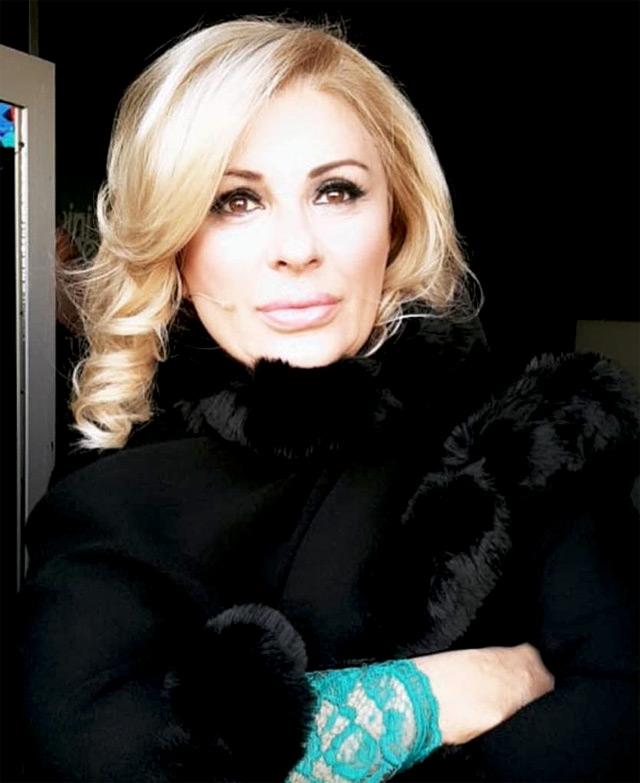 Tina Cipollari, 53 anni, sostiene che dietro le quinte Gemma sia un'altra persona