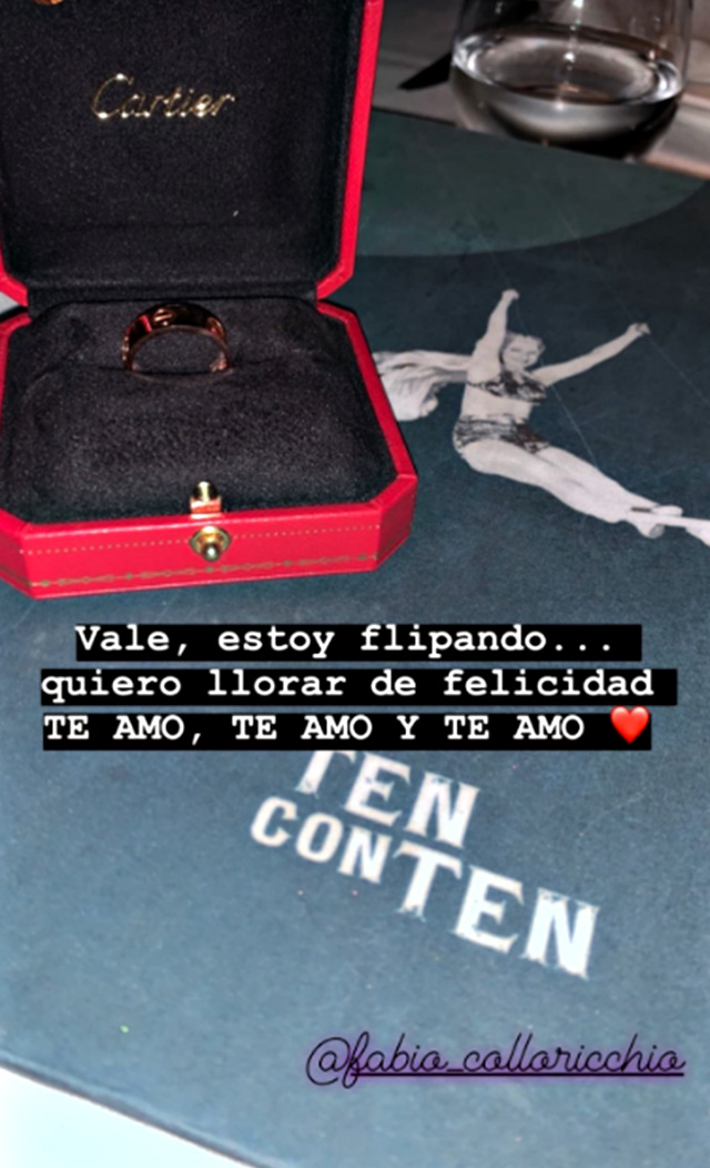 L'anello che Fabio Colloricchio ha regalato a Violeta Mangrinan chiedendole si sopsarlo