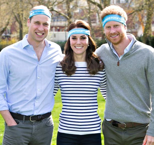 Harry e William con Kate Middleton durante un evento di beneficenza