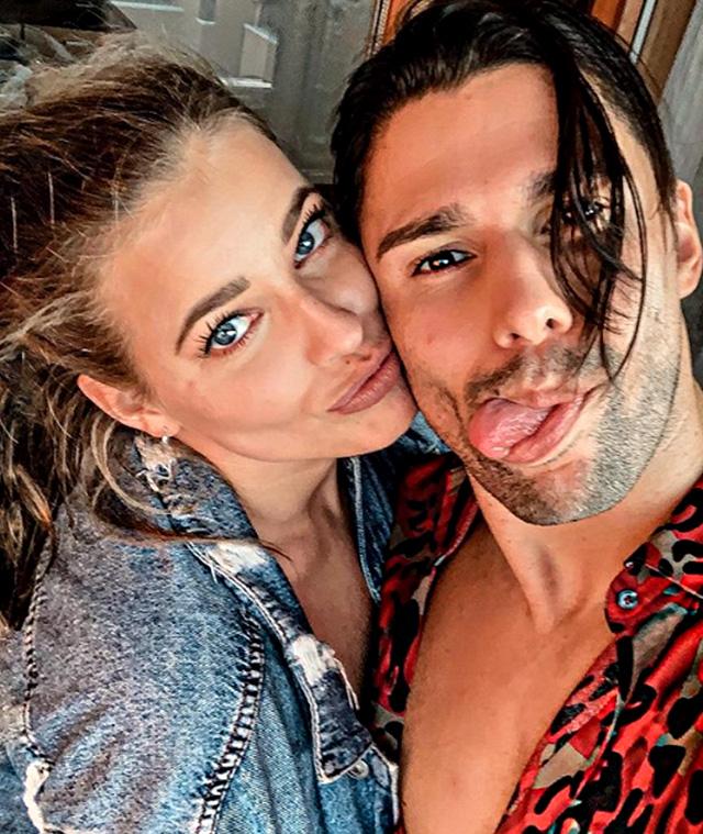 Luca Onestini, 26 anni, e la fidanzata Ivana Mrazova, 27, avrebbero detto di no al reality di Raidue perché l'assenza dai social avrebbe comportato mancati introiti dalle sponsorizzazioni