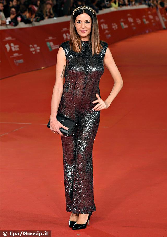 Alessia Fabiani, 42 anni, torna mondana sul red carpet della Festa del Cinema di Roma