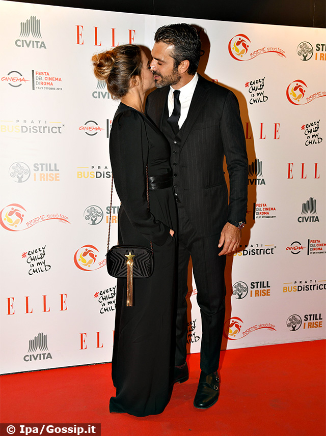 Luca Argentero, 41 anni, e Cristina Marino, 28, si baciano sul red carpet dell'evento charity 'Every Child is My Child' a Roma