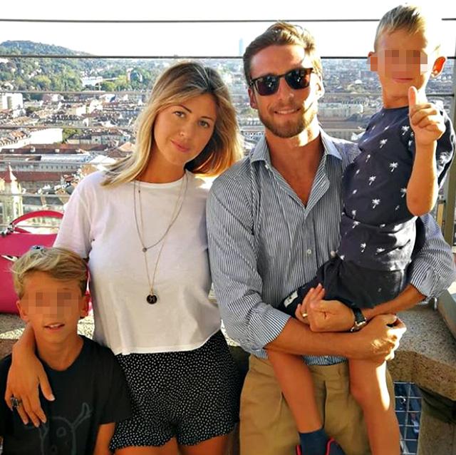 Claudio Marchisio, 33 anni, con la moglie Roberta, 33, e i figli Davide, 10 anni, e Leonardo, 7