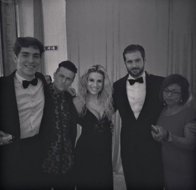 Una foto che ritrae, ormai diversi anni fa, Tommaso Zorzi con l'ex fidanzato Marco Ferrero insieme a Michelle Hunziker e il marito Tomaso Trussardi