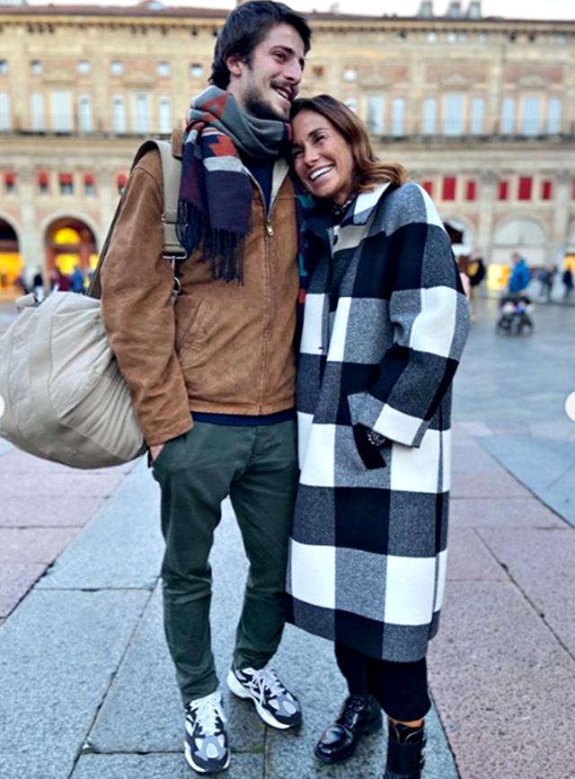 Cristina Parodi, 55 anni, con il figlio Alessandro, 22, a Bologna