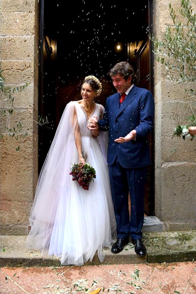 Nicoletta e Federico appena diventati moglie e marito