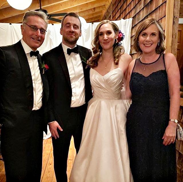Da sinistra: Paolo Bonolis, 58 anni, Tito Garza, Martina Anne Bonolis e Diane Zoeller, ex moglie del conduttore
