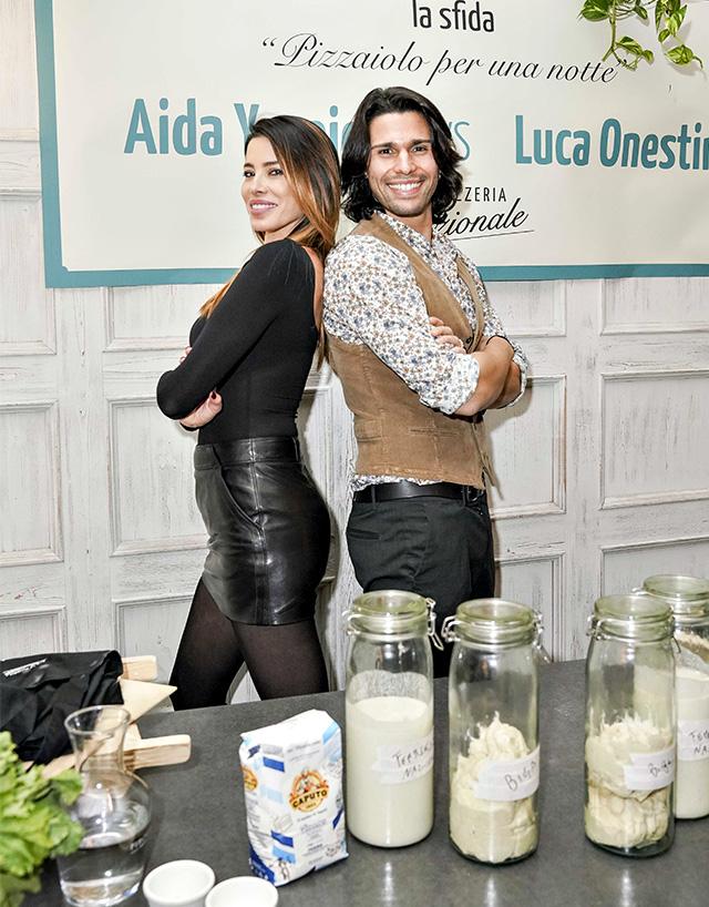 Aida Yespica, 37 anni, e Luca Onestini, 26, si sfidano all'evento 'Pizzaiolo per una notte' a La Pizzeria Nazionale di Milano, in via Palermo 11