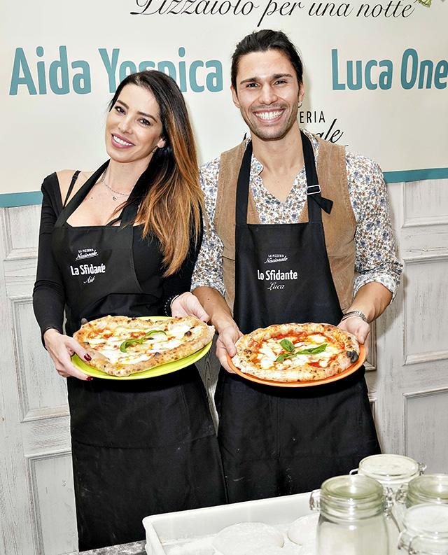 Ed eccoli con le pizze sfornate: quella vincitrice l'ha preparata Aida e ha una forma a cuore perché è dedicata a suo figlio Aaron