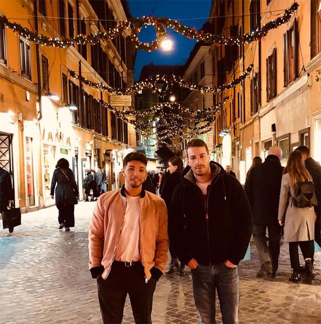 Marco Carta, 35 anni, insieme al fidanzato Sirio: ecco la prima foto di coppia pubblicata sui social dal cantante